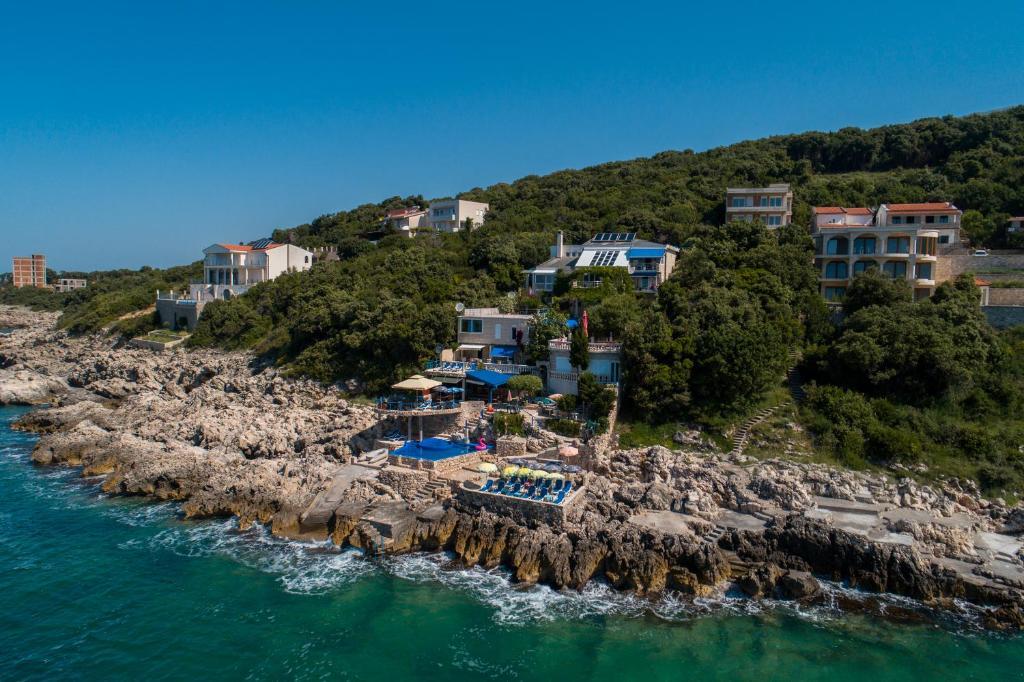 közös kezelés montenegróban