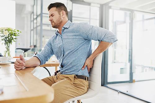 a csípőízületek fájdalmának tünetei