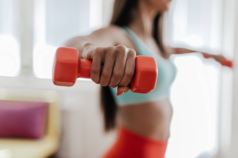 Mit tegyek, ha ütés után fáj a könyök - Az artrózis és ízületi gyulladás természetes kezelése