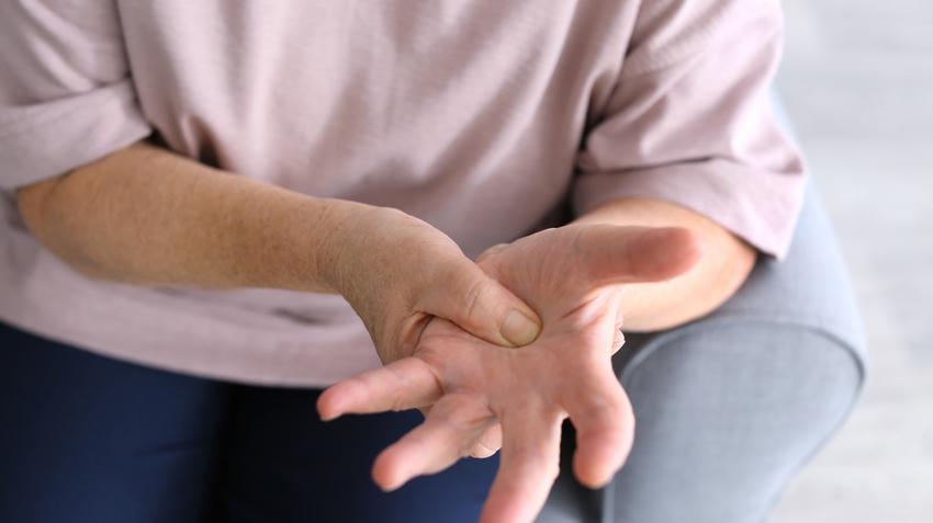 hogyan kell kezelni a csuklóízület ízületi gyulladását)