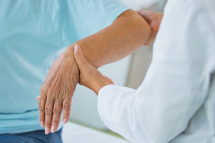 fájdalom a kéz ízületeiben betegség után)