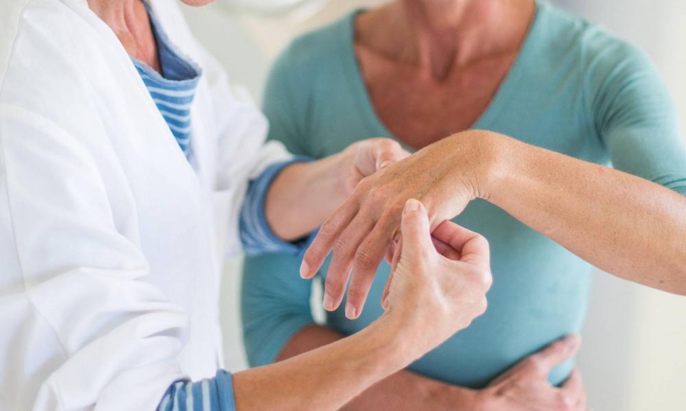 a kezek ízületeinek ízületi gyulladása, aki kezeli