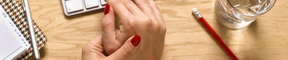 fájdalom az alsó hátán és az ujj ízületében