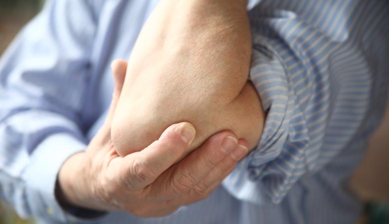 fájó fájdalom a könyökízületekben