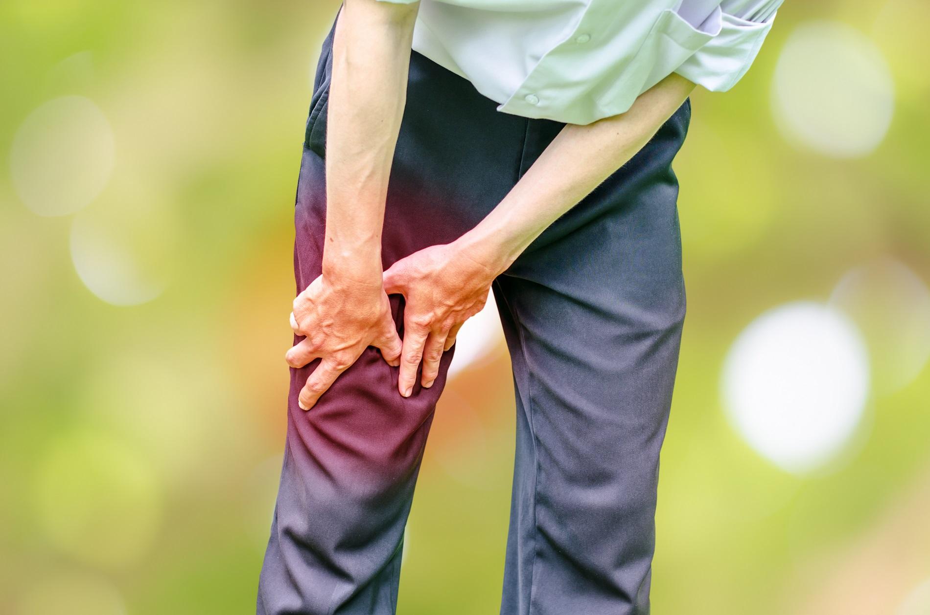 fájó és duzzadt térdízületi kezelés)