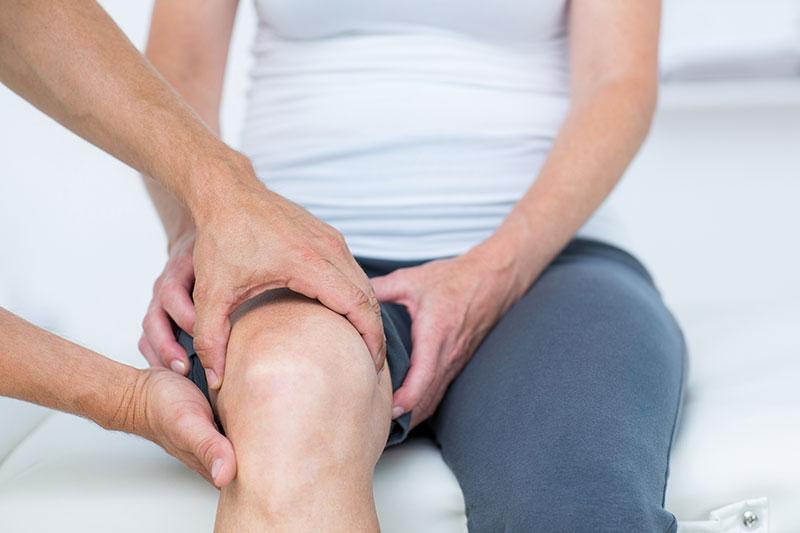 fájdalom a térdízületek izmainak ragasztásában