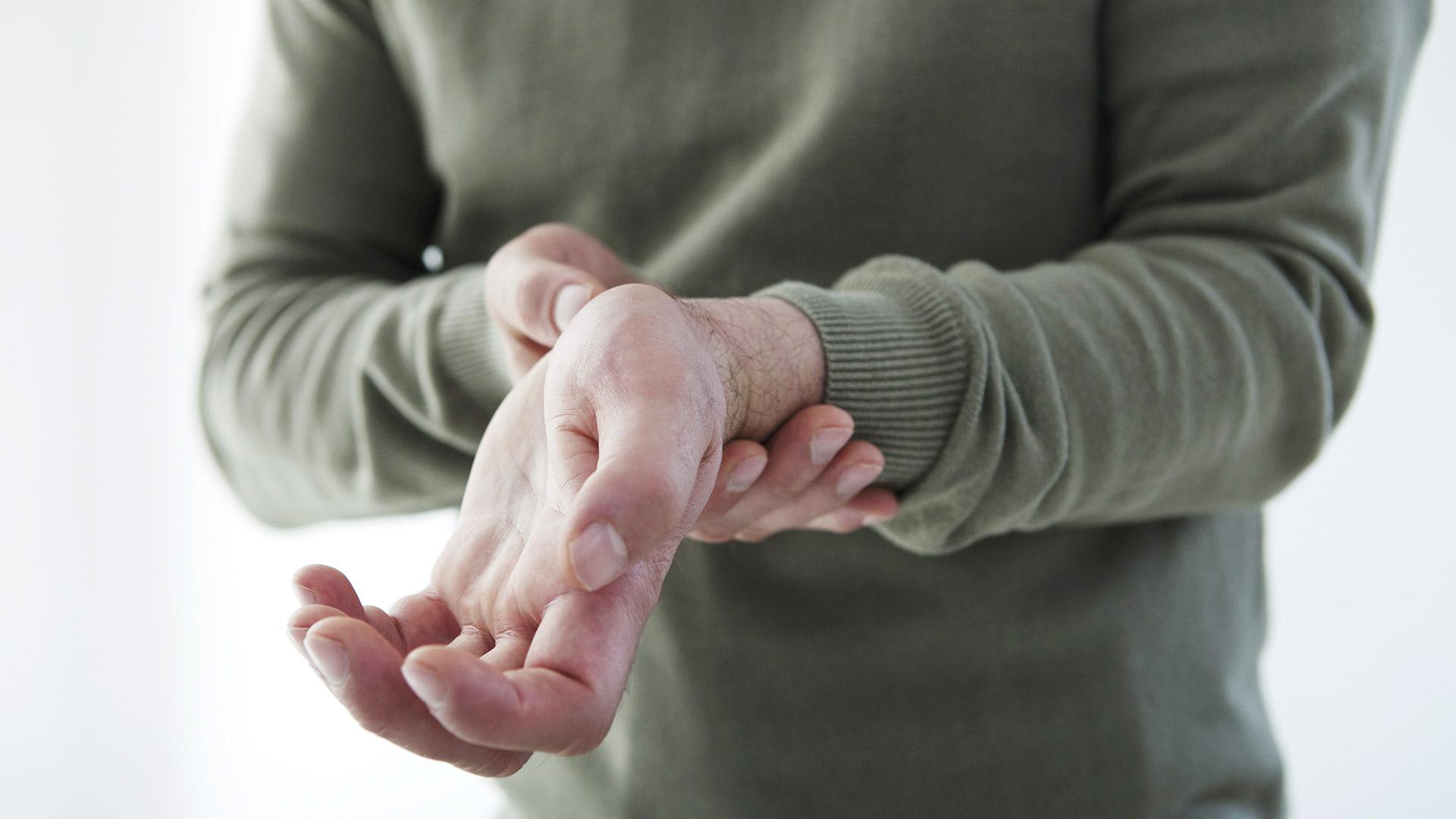 hogyan masszírozza az ujjakat ízületi gyulladás esetén
