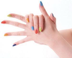 megrázza az ujjak fájó ízületeit)