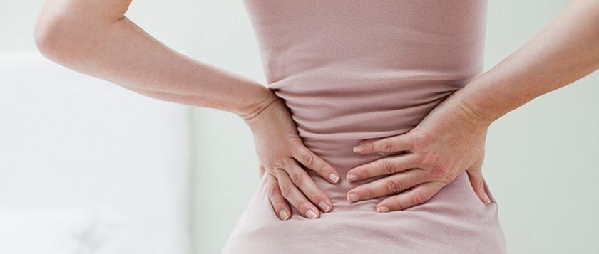 szimmetrikus fájdalom a csípőízületekben hirtelen térdödéma