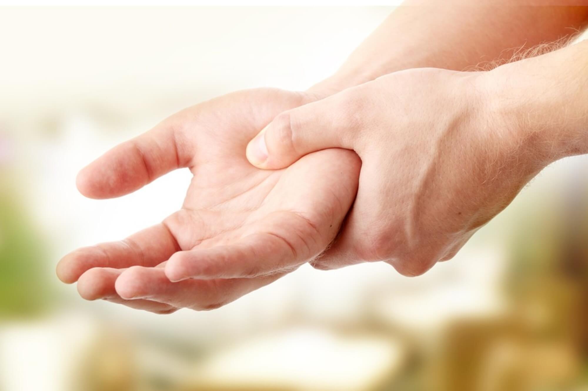 fáj a kéz hüvelykujja milyen kalciumot kell bevenni az ízületi fájdalmakhoz