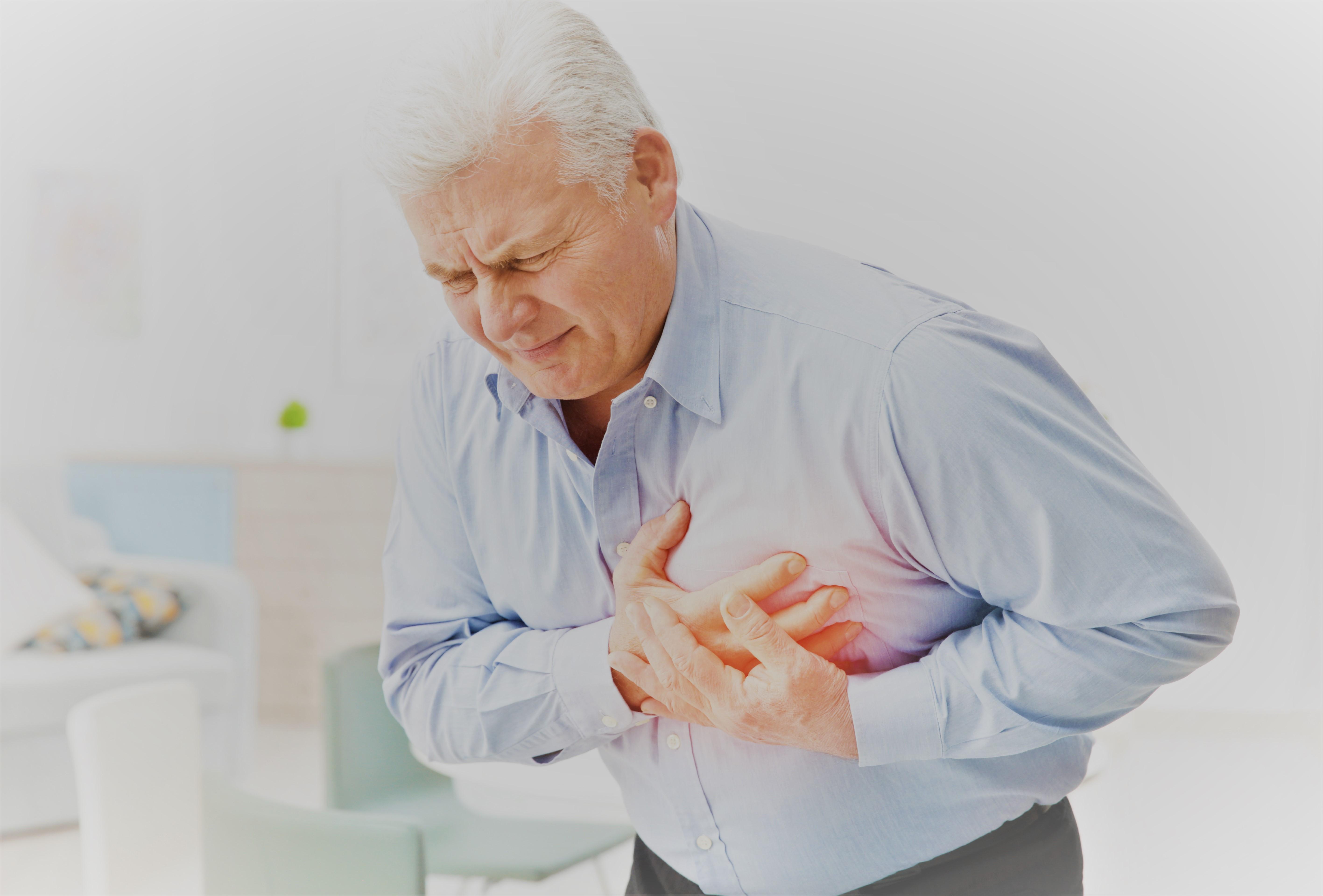 fájdalom az alsó hátán és az ízületekben, miközben feláll)