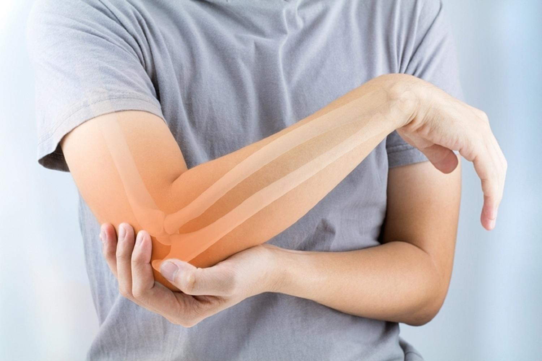 enyhíti a gyulladást és az ízületi fájdalmakat)