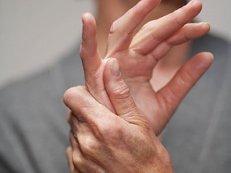 a kézízület fájdalmainak okai)
