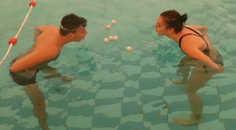 csípőízületi úszás)