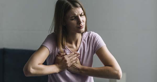 fájdalom a mellkasban és az ízületekben