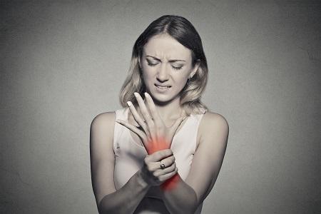 hogyan kezelhető a fiatalkori ízületi gyulladás)